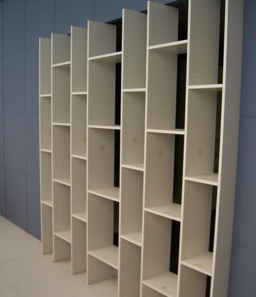 Librerie mobili soggiorno cucine su misura a cremona for Libreria acciaio e vetro